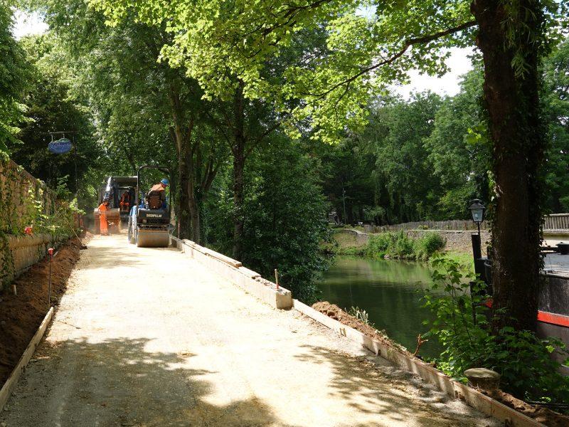 """Aménagement des berges, photo à proximité de la """"péniche"""" de Charleville-Mézières"""